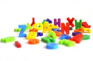 Buchstaben auf weissem Grund